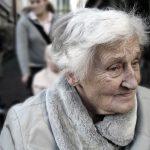 Personnes âgées : Les 4 formes de maltraitance observées dans les établissements…