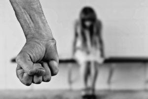 Comment la violence subie pendant l'enfance peut impacter 20 ans d'une vie