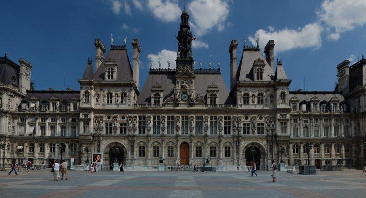 Paris ouvre des mairies aux SDF / Des assistantes sociales face à des conditions de travail dégradées / Le service social CAF13 à la peine