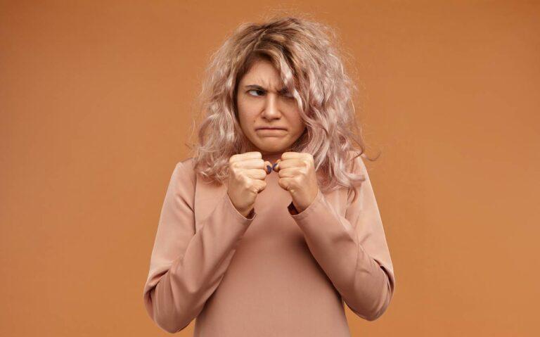 femme agressive