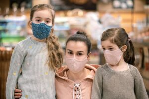 mere et 2 filles magasin masques